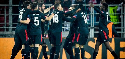 Athletic Bilbao's players celebrate after scoring a goal during the UEFA Europa League Round of 32 first leg football match between FC Spartak Moscow and Athletic Bilbao in Moscow on February 15, 2018. / AFP PHOTO / Alexander NEMENOV        (Photo credit should read ALEXANDER NEMENOV/AFP/Getty Images)